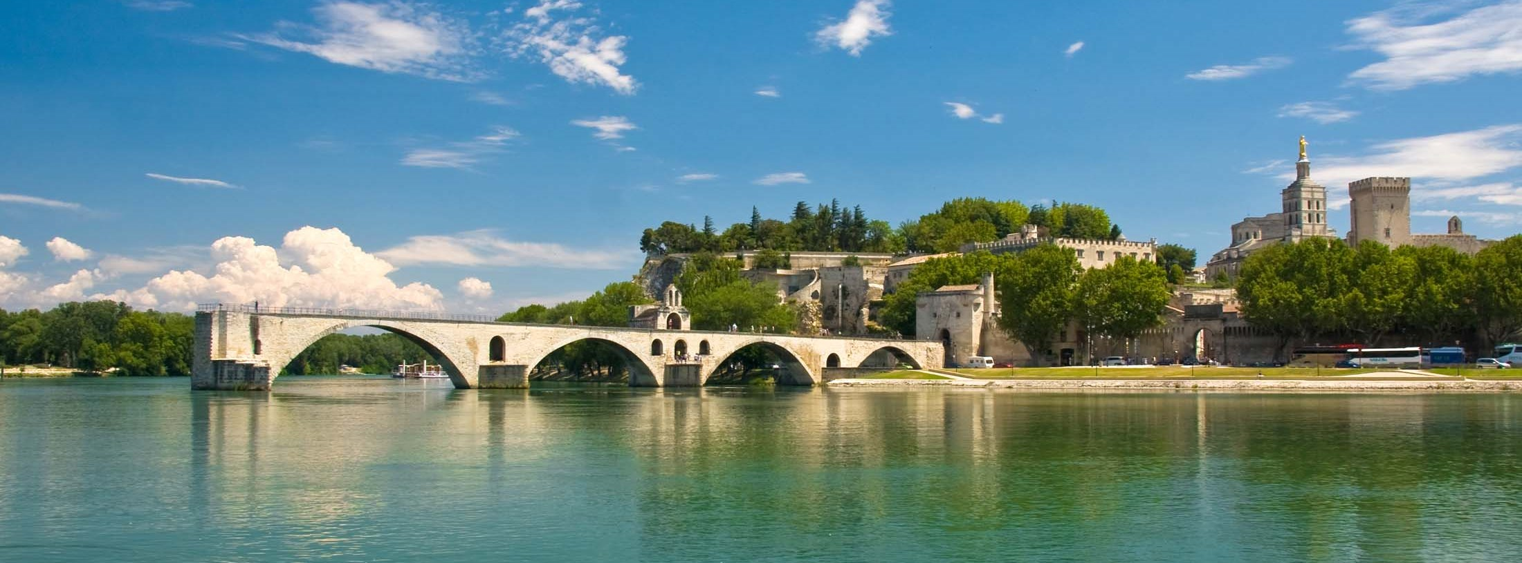 Avignon hotel and accommodation for your holiday by car for Appart city avignon